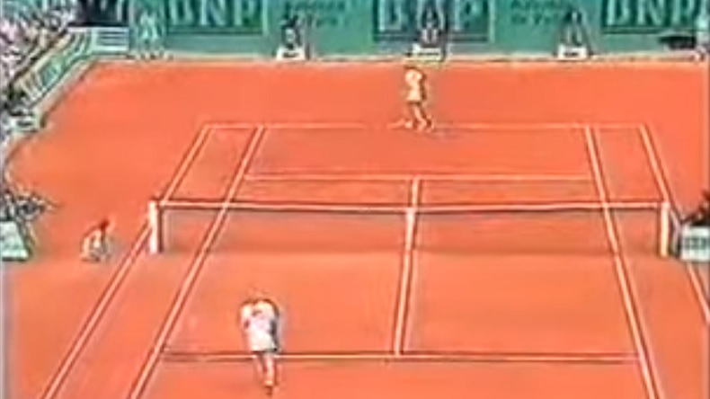 Un point de fou entre Steffi Graf et Monica Seles à Roland Garros en 1989.