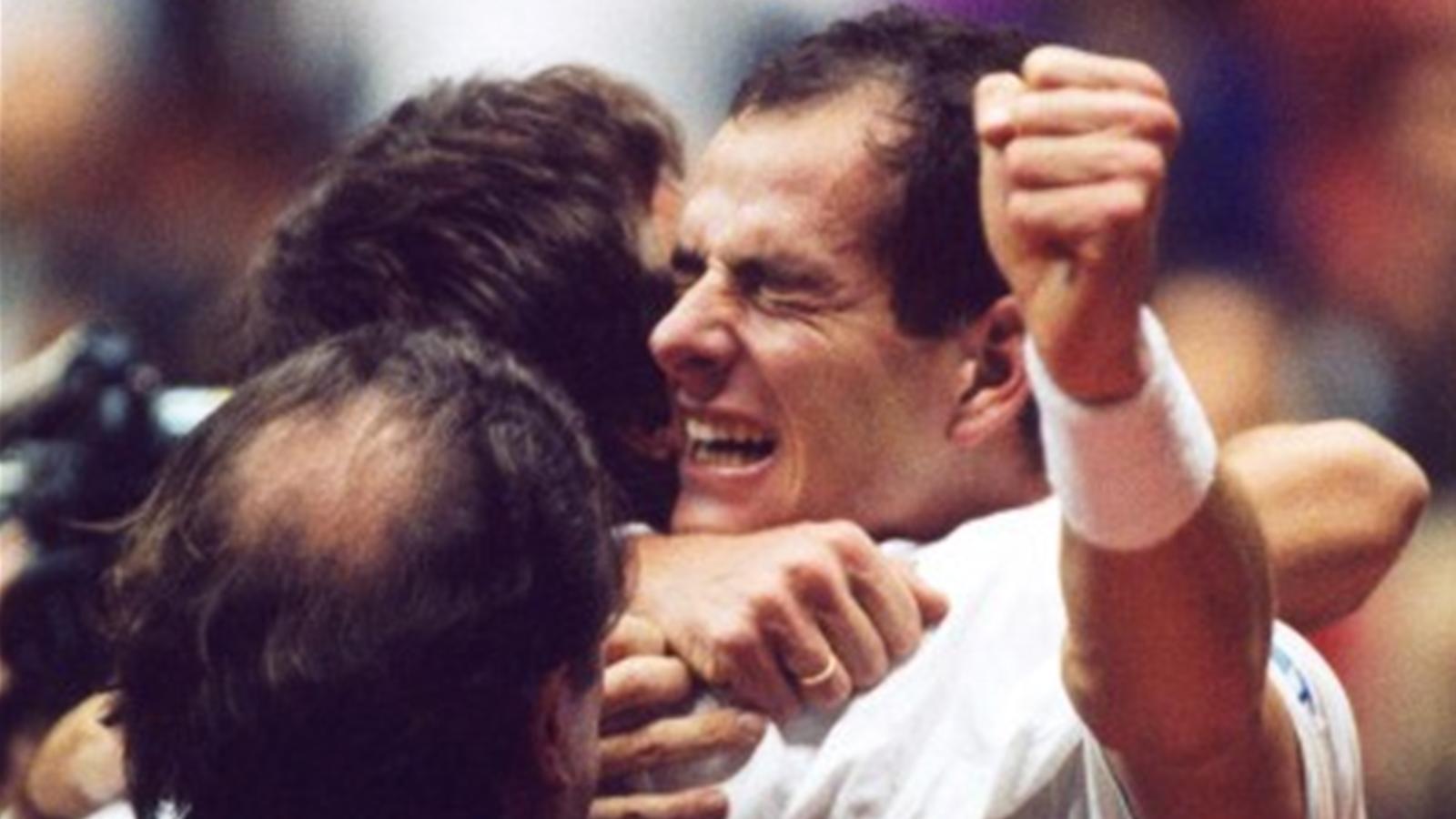 L'émotion de Guy Forget après la victoire de la France lors de la Coupe Davis 1991 (DR).