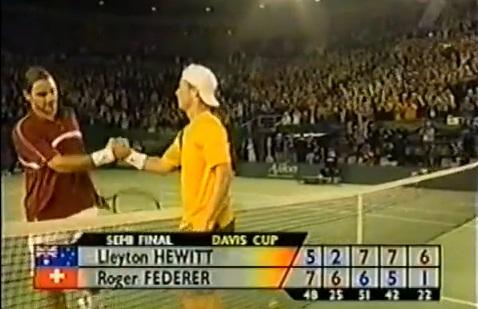 Lleyton Hewitt envoie l'Australie en finale de la Coupe Davis 2003 après sa victoire contre Roger Federer.