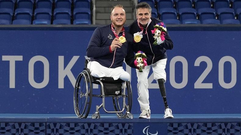 Nicolas Peifer et Stéphane Houdet sont champions paralympiques en double, à Tokyo.