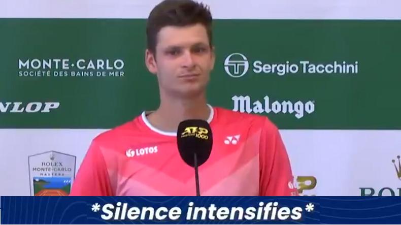 Hubert Hurkacz se présente en conférence de presse à Monte-Carlo mais personne ne lui pose de questions. Abusé.