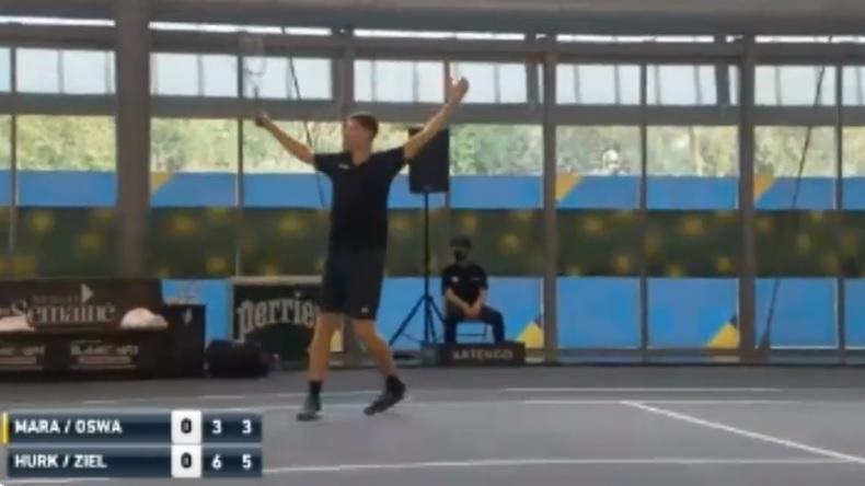Hubert Hurkacz met un coup gagnant exceptionnel en double au Moselle Open 2021.