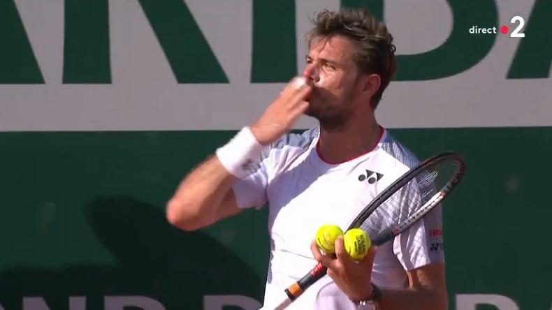 """""""Je t'aime Stan !"""" Un moment génial pendant le match Wawrinka - Tsitsipas à Roland-Garros."""