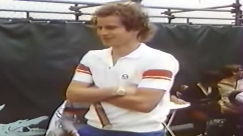 John McEnroe explique sa prise unique en toute décontraction dans un documentaire génial à Roland-Garros, en 1985.
