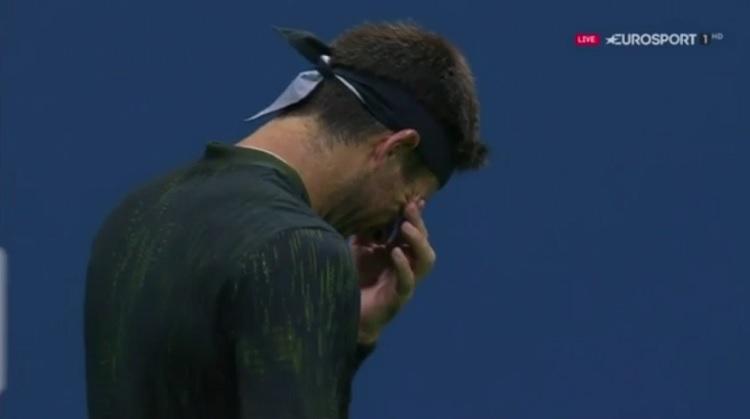 Juan Martin Del Potro, ovationné, ne peut retenir ses larmes en quarts de finale de l'US Open 2016.
