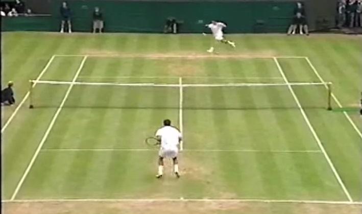 Richard Krajicek offre un récital pour éliminer Pete Sampras en quarts de finale de Wimbledon 1996.