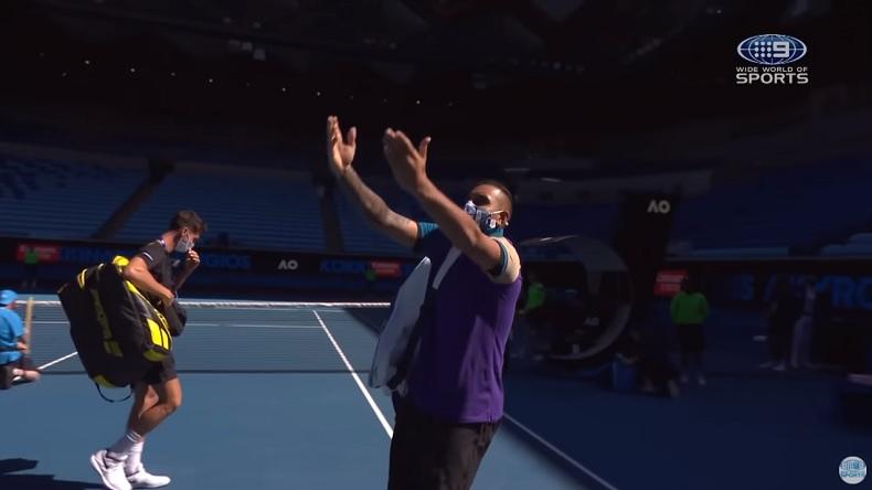 Nick Kyrgios trolle Djokovic en imitant sa célébration à l'Open d'Australie 2021.