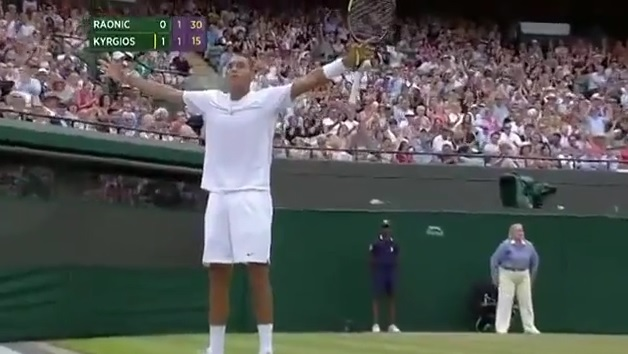 Nick Kyrgios a encore marqué un point énorme contre Milos Raonic en quarts de finale de Wimbledon 2014.