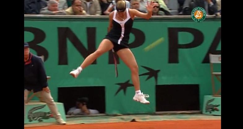 Le lob de légende entre les jambes de Mary Pierce (Roland-Garros 2000)