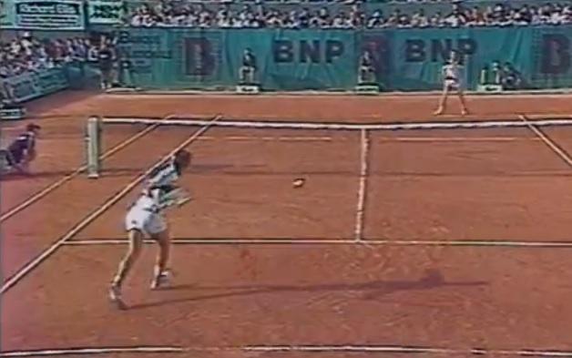 Ivan Lendl remporte enfin un tournoi du Grand Chelem en dominant John McEnroe en finale de Roland Garros 1984.