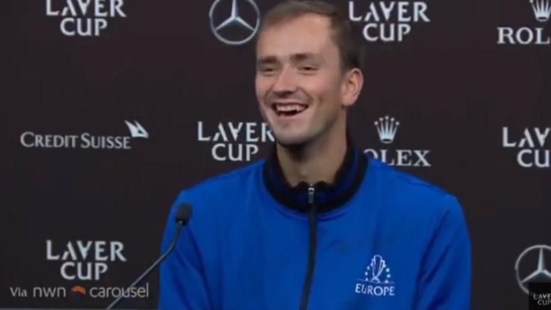 Daniil Medvedev parodie la réponse d'Andrey Rublev en conférence de presse à la Laver Cup 2021.