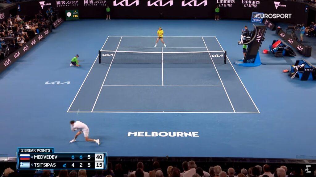 Daniil Medvedev a été injouable contre Stefanos Tsitsipas en demi-finales de l'Open d'Australie 2021, à l'image de ce passing de revers fabuleux.