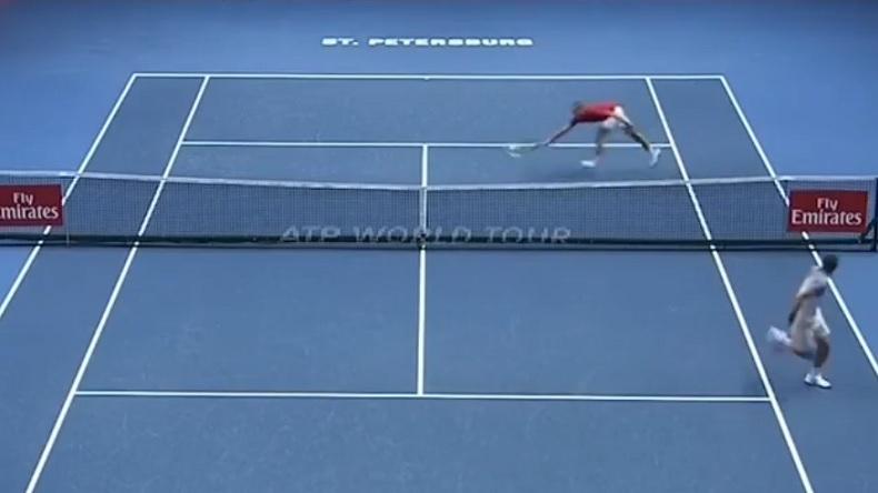 Un point spectaculaire de Mikhail Youzhny au tournoi de Saint-Pétersbourg 2018.