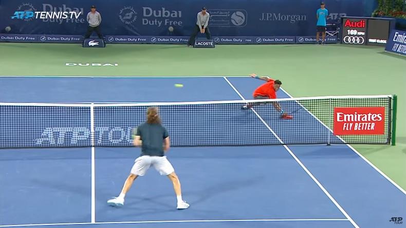 Les qualités athlétiques incroyables de Monfils sur ce point contre Tsitsipas à Dubaï.