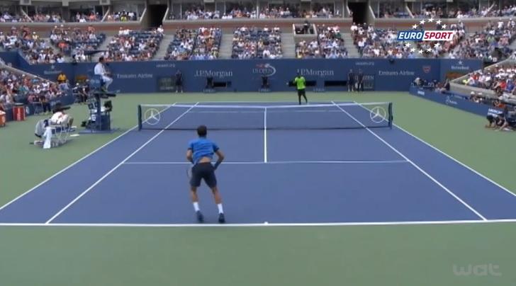 Gaël Monfils brade un retour contre Grigor Dimitrov à 4-4 dans le deuxième set en huitièmes de finale de l'US Open 2014.