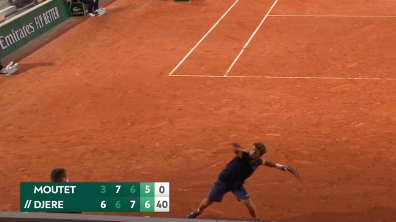 Corentin Moutet s'apprête à battre le record du monde du lancer de raquette après sa défaite au premier tour de Roland-Garros 2021.
