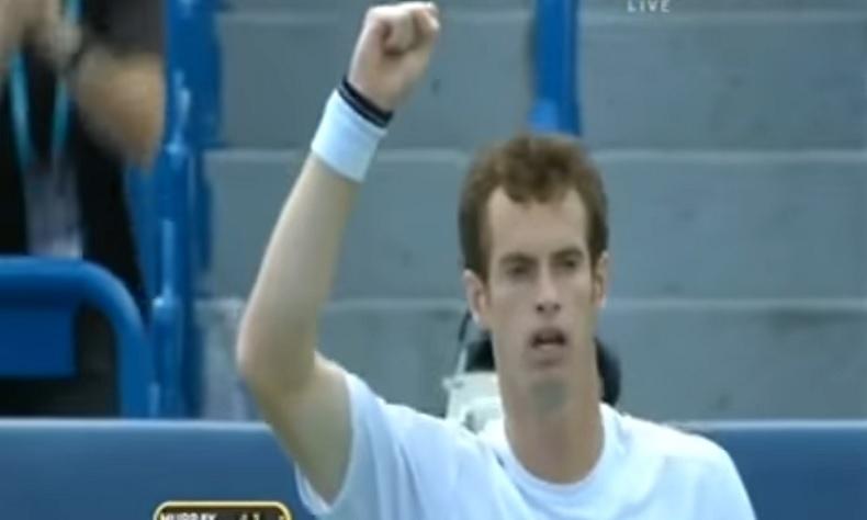 Enorme Andy Murray qui remporte un rallye de 57 frappes contre Julien Benneteau au Masters 1000 de Cincinnati 2009.