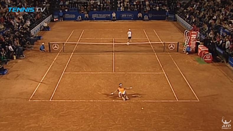Nadal remporte le Masters Series de Rome 2005 au terme d'une finale d'anthologie contre Guillermo Coria.