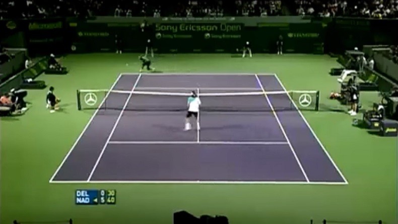 Un revers venu d'ailleurs de Rafael Nadal sur une balle de set contre Del Potro.