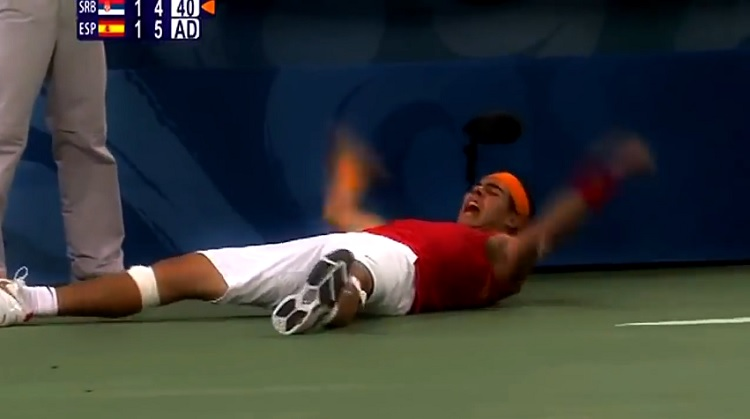 Rafa Nadal est en finale des J.O. 2008 après sa victoire sur Novak Djokovic.