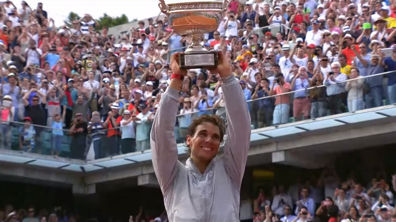 Rafa Nadal bat Novak Djokovic en finale de Roland-Garros 2014 et également Pete Sampras avec 14 Grands Chelems.