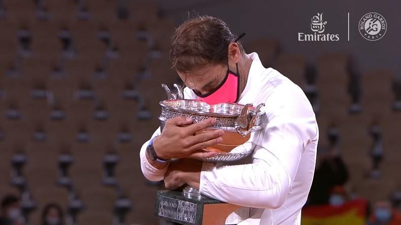 Le 13e Roland-Garros et 20e titre du Grand Chelem pour Rafa Nadal, après une victoire facile contre Djokovic.