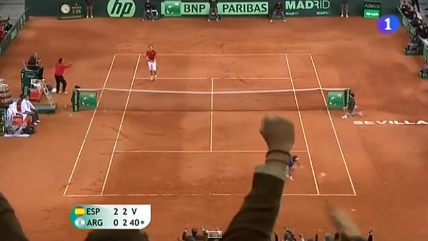 Deux points monumentaux de Rafael Nadal contre Juan Monaco en finale de la Coupe Davis 2011.