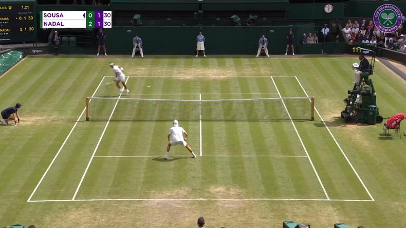 Rafael Nadal gagne un rallye superbe contre Joao Sousa à Wimbledon 2019.