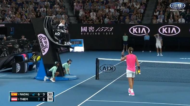 """Rafa Nadal dit à l'arbitre """"Tu n'aimes pas le bon tennis."""", après avoir reçu un avertissement en quarts de finale de l'Open d'Australie 2020."""