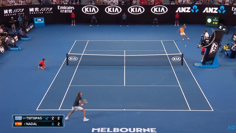Un banana shot de légende de Rafa Nadal contre Stefanos Tsitsipas à l'Open d'Australie 2019.
