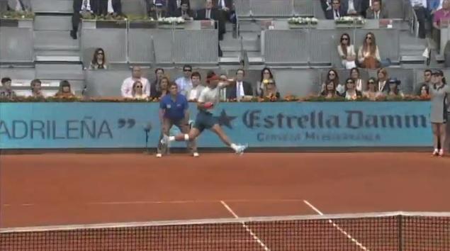Rafael Nadal envoie la foudre en coup droit contre Benoît Paire au Masters 1000 de Madrid 2013.