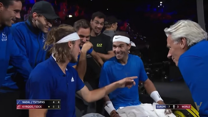 Rafa Nadal rigole car il ne comprend pas les signes de Tsitsipas en double à la Laver Cup 2019.