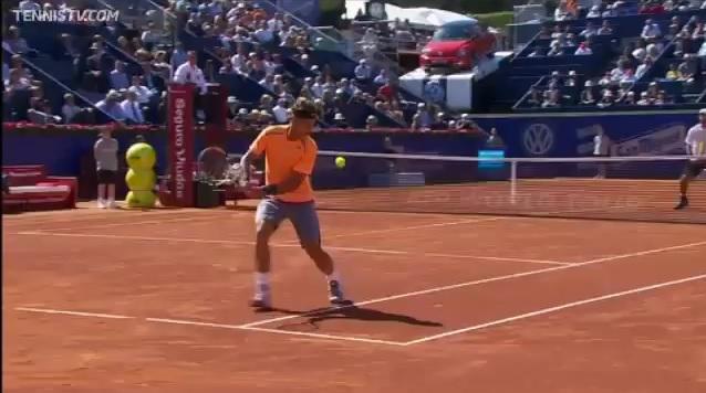 Le revers audacieux de Rafael Nadal au tournoi de Barcelone 2012.