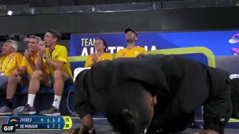 Nick Kyrgios fait des pompes à chaque double faute d'Alexander Zverev à l'ATP Cup 2020.