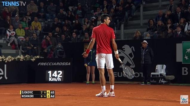 Novak Djokovic, il y a un trou dans ton cordage. Quoi ?