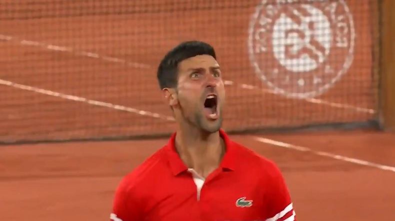Le cri de rage libérateur de Novak Djokovic après sa victoire contre Matteo Berrettini en quarts de finale de Roland-Garros 2021.