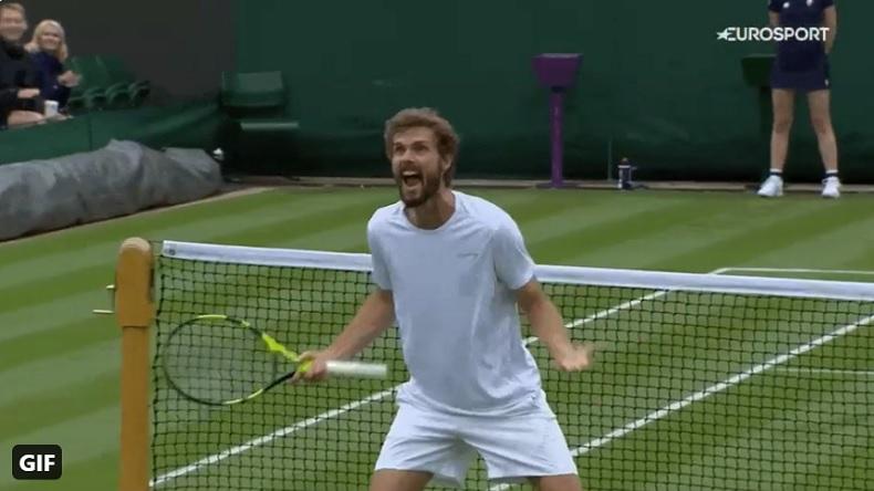 Pensant jouer un super tie-break à 12-12 au cinquième, Oscar Otte découvre qu'il a gagné le match à 7-2, au premier tour de Wimbledon 2021.