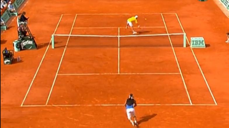 Paul-Henri Mathieu conclut ce point d'anthologie contre Nadal à Roland par une délicieuse volée rétro.