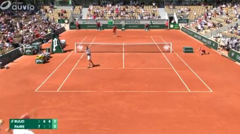 L'ambiance énorme après ce point de Benoît Paire contre Casper Ruud, au premier tour de Roland-Garros 2021.