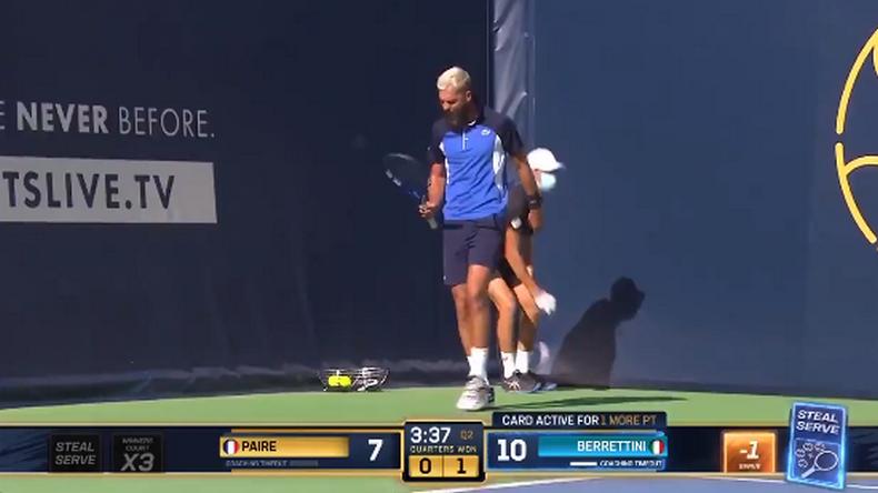 """L'Ultimate Tennis Showdown a signé le retour de la """"chaaatte"""" pour Benoît Paire, maître dans l'art du fissurage."""