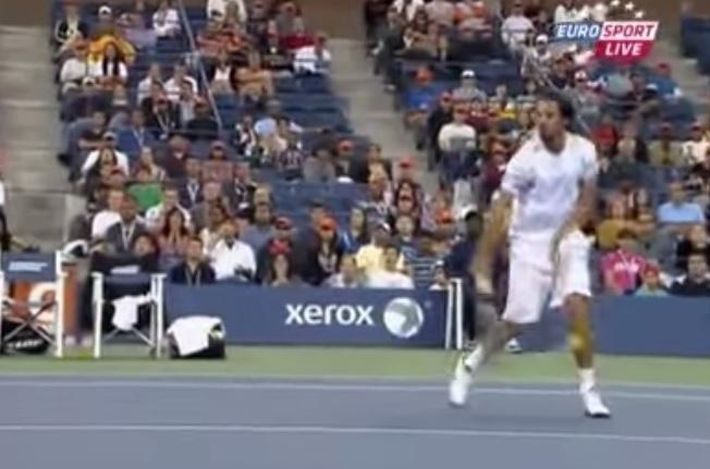 La demi-volée du mollet de Philipp Petzschner en finale du double à l'US Open en 2011.