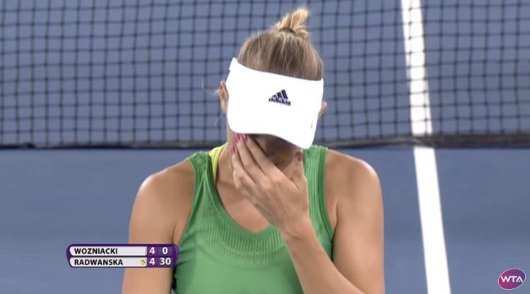 Agnieska Radwanska a légèrement écoeuré Caroline Wozniacki sur un passing superbe.