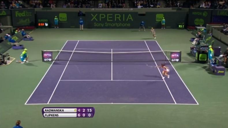 Agnieszka Radwanska signe le point de l'année 2013 au tournoi de Miami avec une volée incroyable.