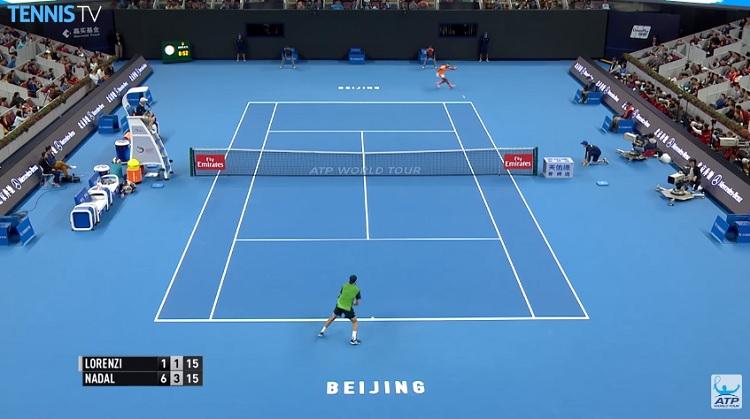 Rafa Nadal a encore envoyé du lourd avec son fameux banana shot.