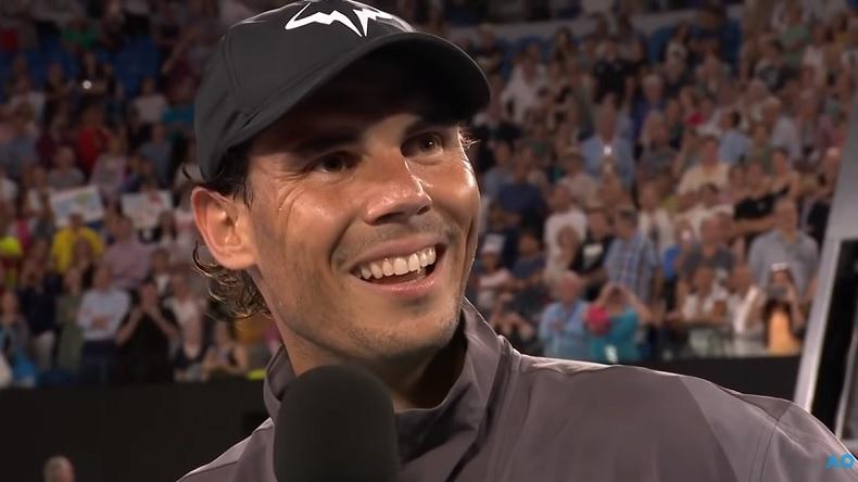 Rafa Nadal a fait de l'humour au micro de John McEnroe à l'Open d'Australie 2019.