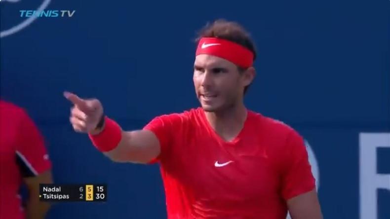 Fair-play, Rafa Nadal redonne une première balle à Stefanos Tsitsipas en finale du Masters de Toronto 2018.
