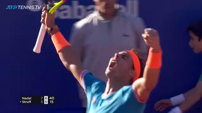 Rafa Nadal termine avec la manière en quarts de finale du tournoi de Barcelone 2019 avec un passing monstrueux sur balle de match.