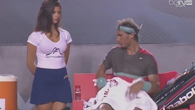 Rafa Nadal vs. Hôtesse ravissante au tournoi de Rio 2014 : l'Espagnol a perdu la baston de regard.