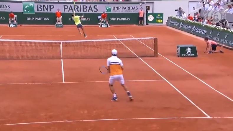 Rafa Nadal maîtrise comme personne le smash dos au filet.