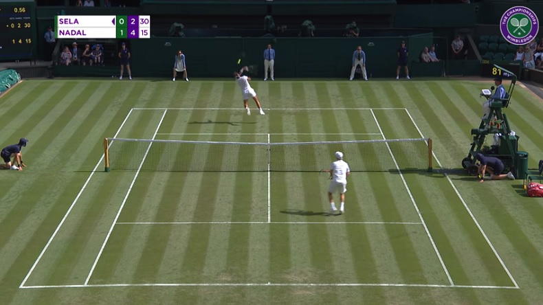 Encore une merveille de smash dos au filet signée Rafa Nadal à Wimbledon.